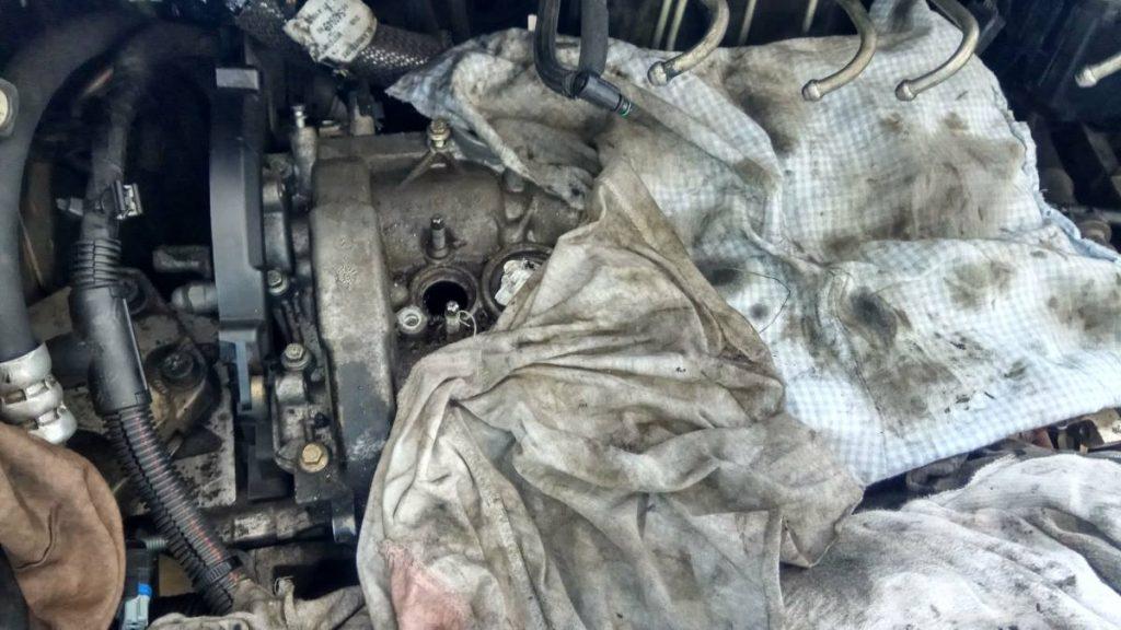 Porlasztó kiszedés Ford 1.6 tdci motorból